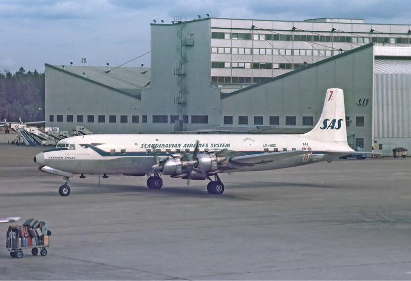 SAS_Douglas_DC-7_Soderstrom-2