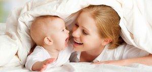 madre-juega-con-bebe-p
