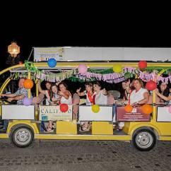 Chiquibús con turistas con Paseos Priego en Priego de Córdoba