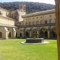 Vista del patio interior en el Monasterio de Irantzu en Navarra