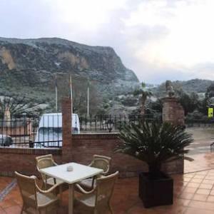 Bonito hotel situado entre dos Parques Naturales