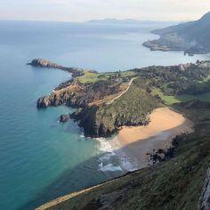 Vista de la playa de Arenillas en Islares en Castro Urdiales en Cantabria