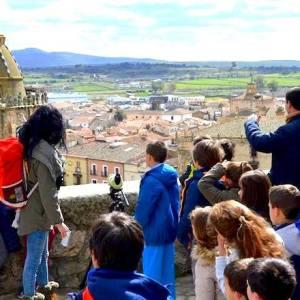 Familias con niños en el Free Tour Trujillo en la provincia de Cáceres