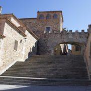Vista desde la Playa Mayor de Cáceres del arco de la Estrella