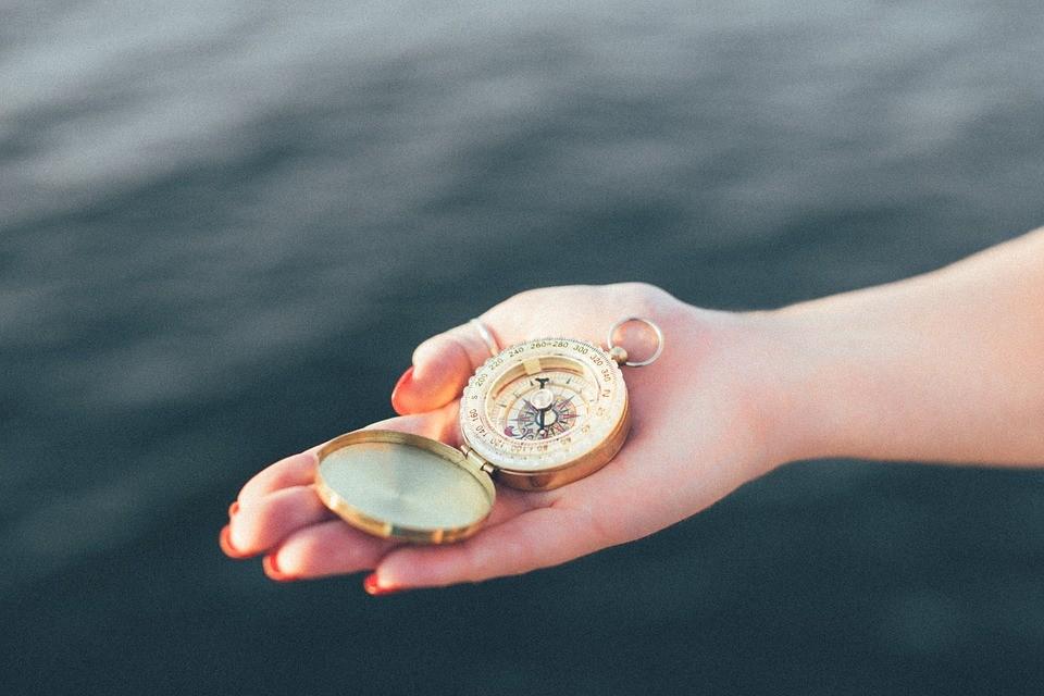 Kompass: der Taschenkompass sollte leicht sein