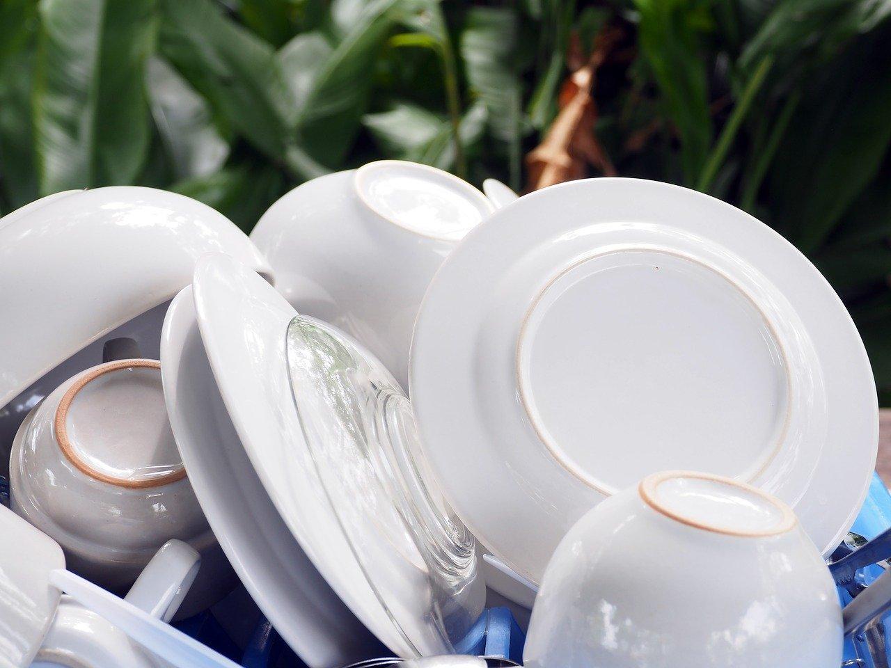 Ohne Abtropfgestell dauert das trocknen um einiges länger, da das Geschirr oft übereinander liegt und zusätzlich schlecht belüftet wird.