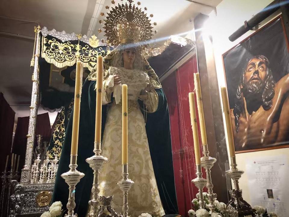 Virgen de la Esperanza recién llegada a la Casa de Hermandad para ser entronizada con motivo de la procesion extraordinaria del 125º aniversario.