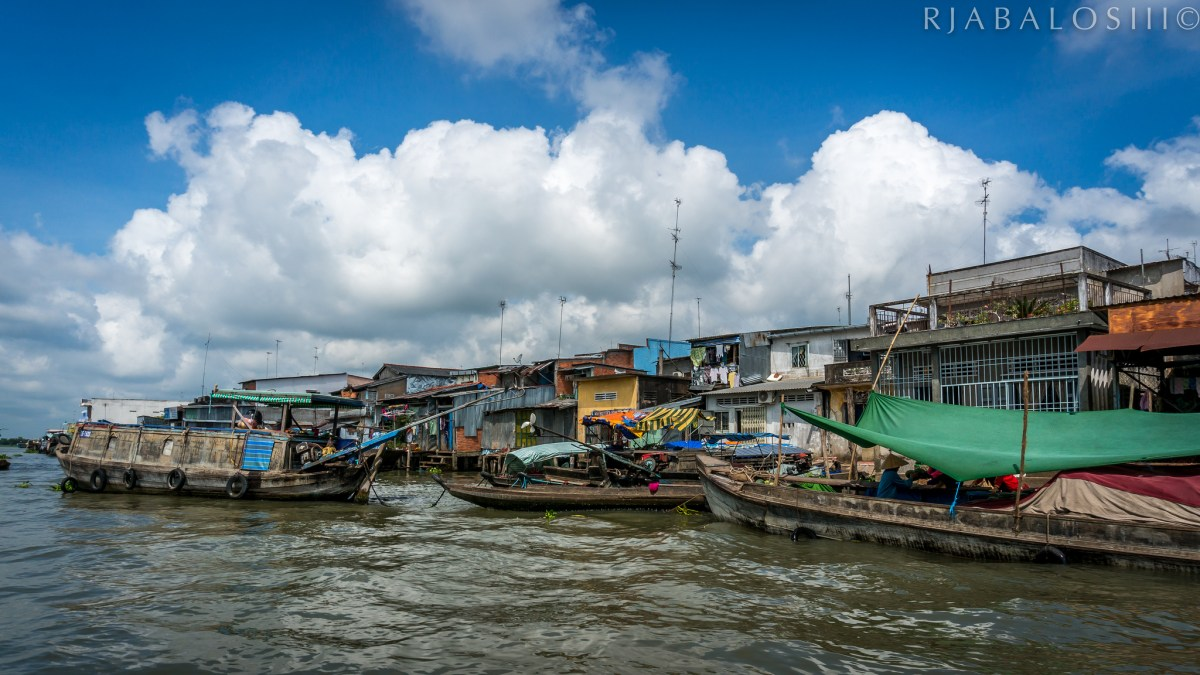 The floating markets on the Mekong River. Photo credit: Rjabaloslll via Flickr CC