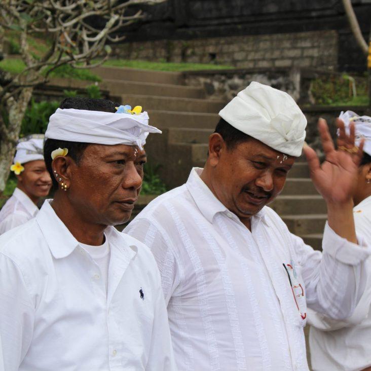voyage-indonesie-bali-besakih-hommes