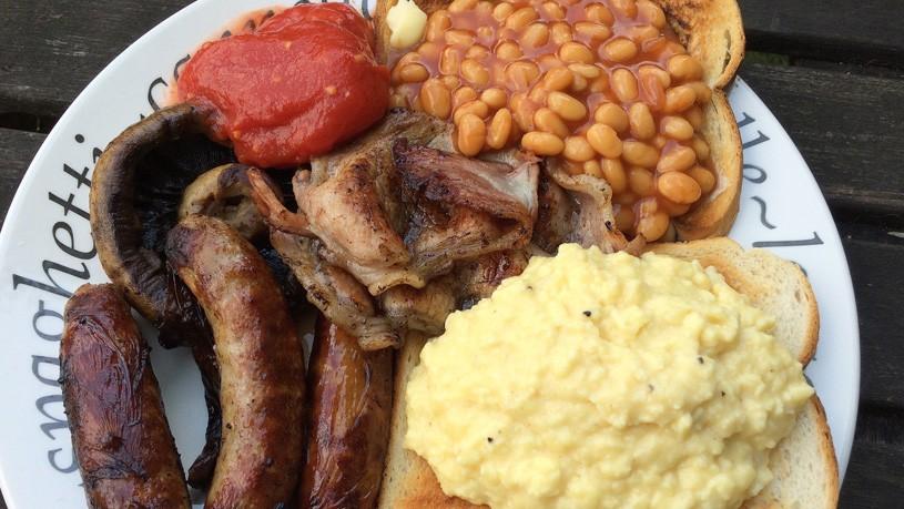 Plato típico desayuno escocés