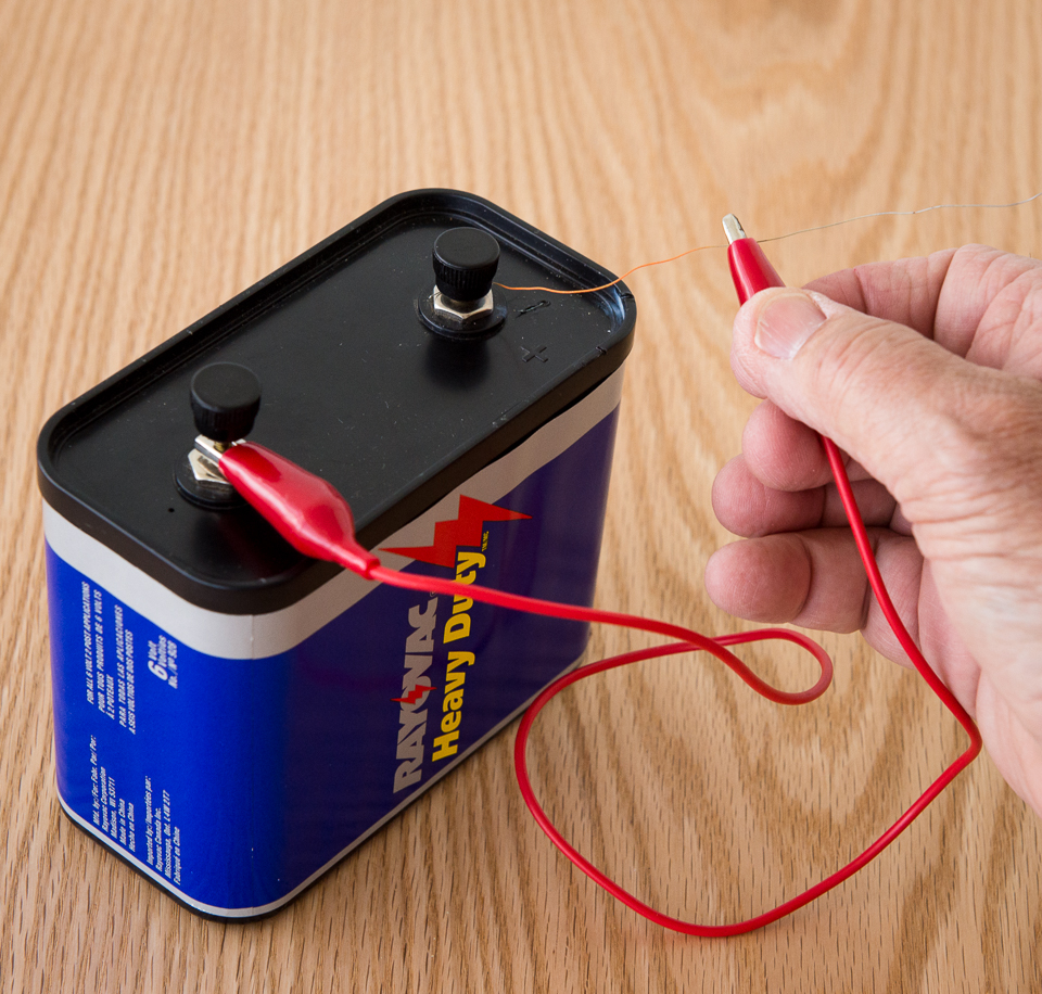 hight resolution of science activity that demonstrates a short circuit