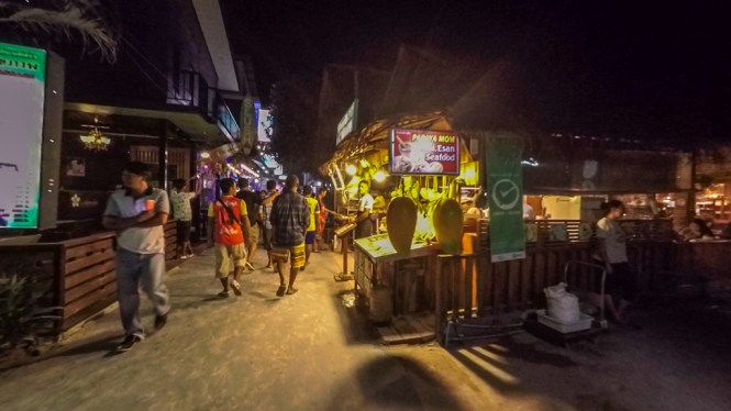 Walking Street Koh Lipe Abends
