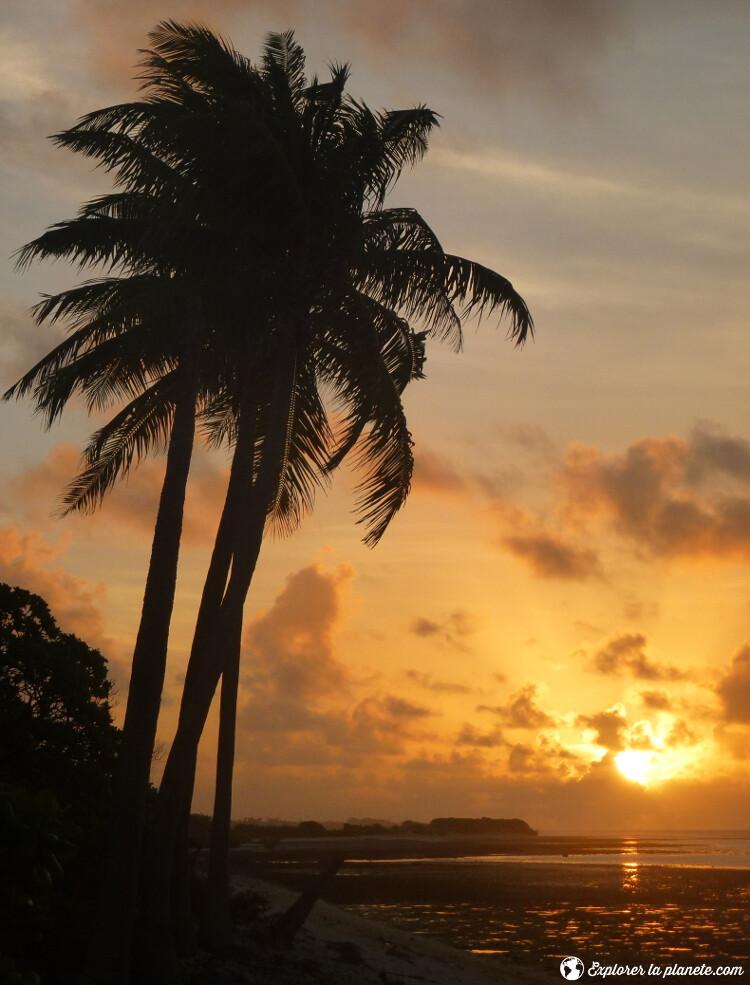 iles-visiter-polynesie-francaise-coucher-soleil-rangiroa