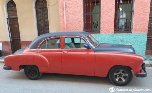 Vieille voiture dans les rues du vieux Havane.