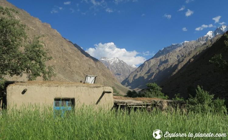 Maison dans le village de Gisez