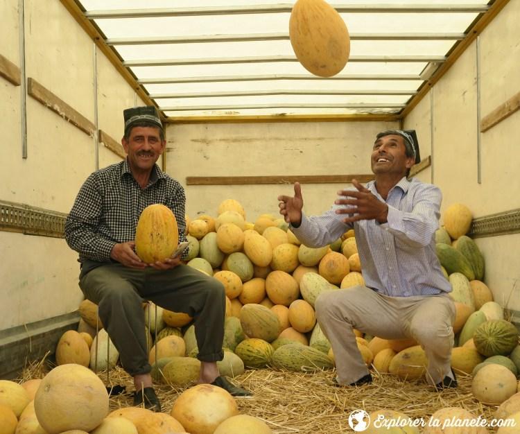 Tadjikes avec melons