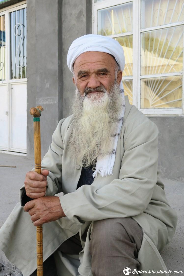 Vieille homme barbu au Tadjikistan
