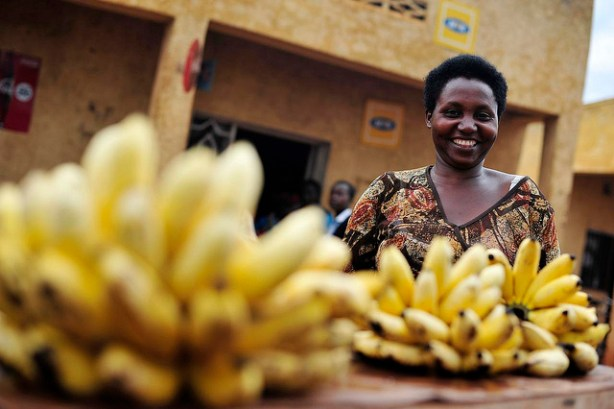 Market woman selling Banana in Rwanda © Neil Palmer