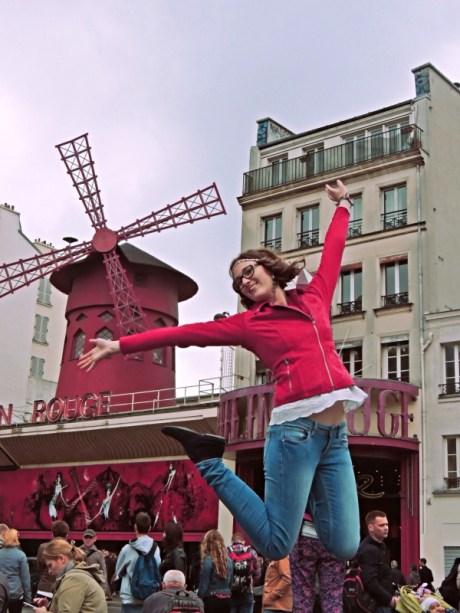 Korinna jumps happily in front of Moulin Rouge