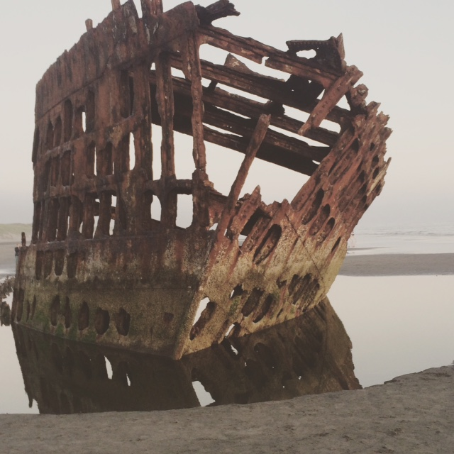 Shipwreck_on_the_beach