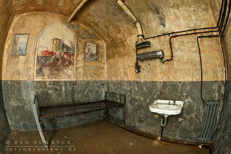 Kunst im Krieg - Wandmalerei in einem Bunker