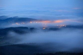 Nebelmeer ueber dem Wald 1097