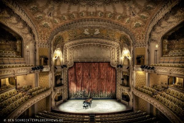Old Opera Classic Decor