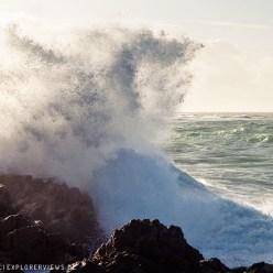 Wellen im Sturm Normandie Goury