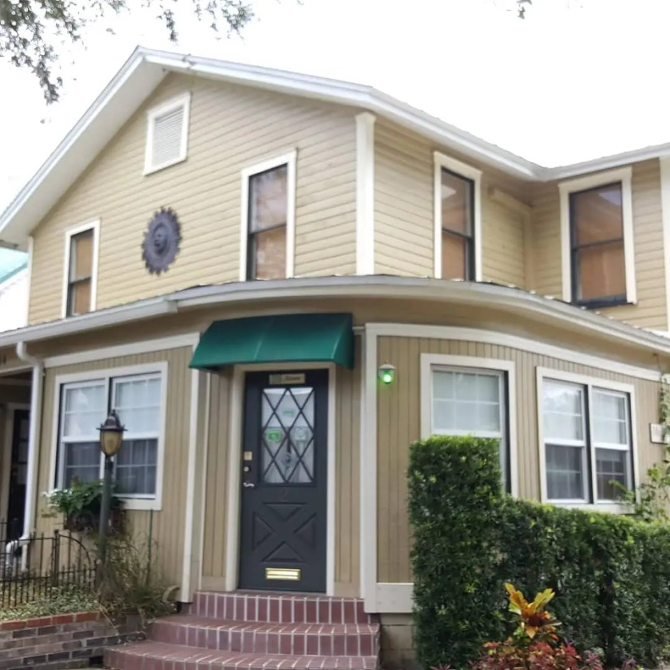 Shows the front of the Victorian Heirloom Inn in Mount Dora