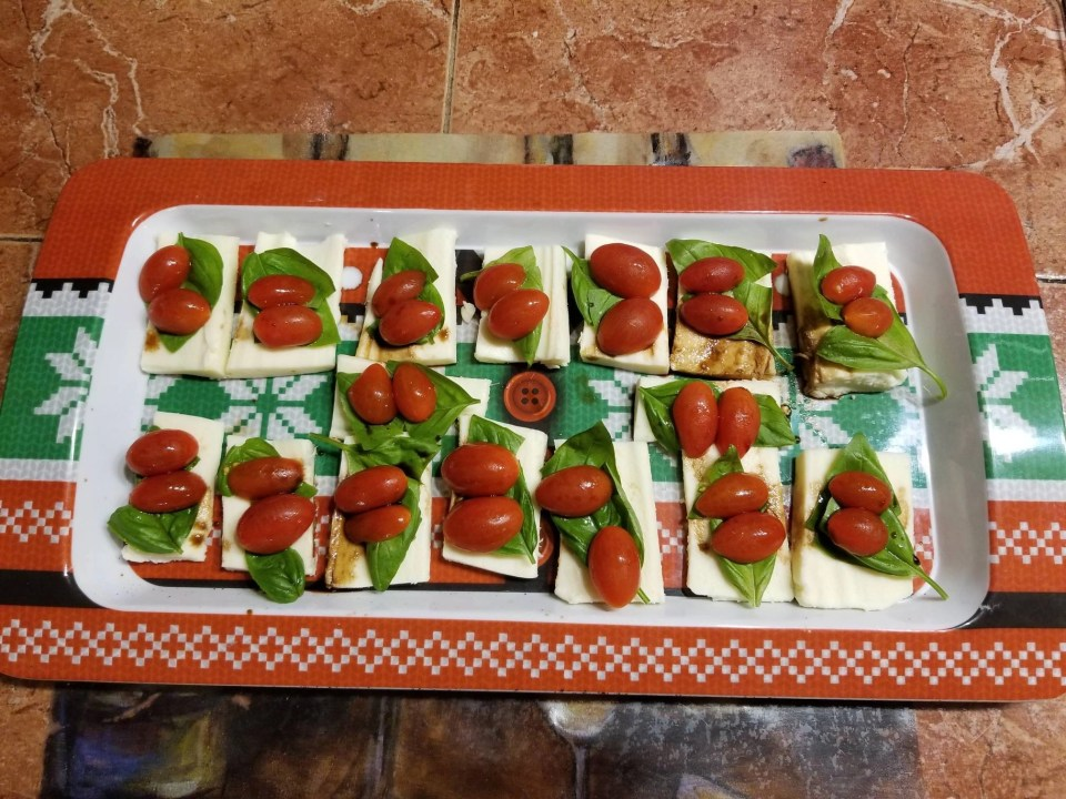 mozzerella, layered with tomato slices, and basil leaves drizzled with balsamic vinagrette