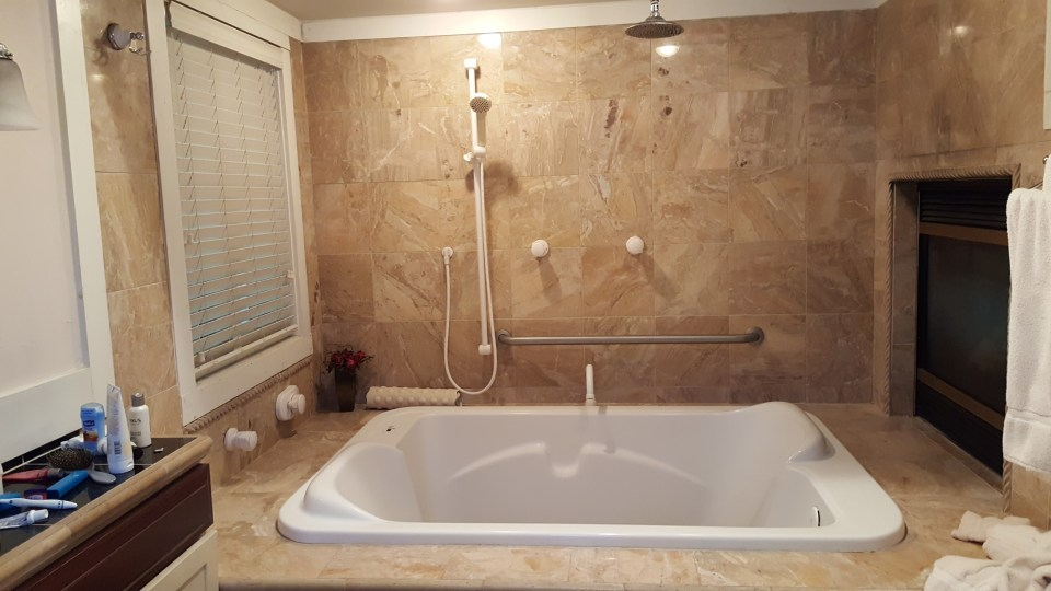 Jacuzzi tub to help mom relax with good mothers day gifts of spa products