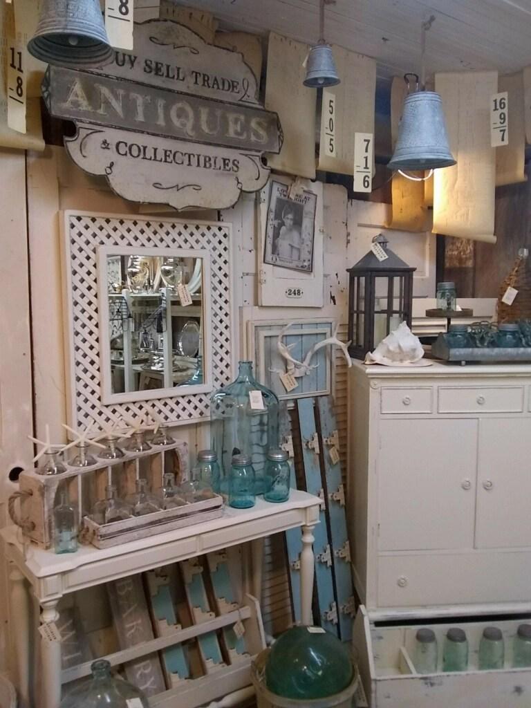 antique shops near Astoria restaurants