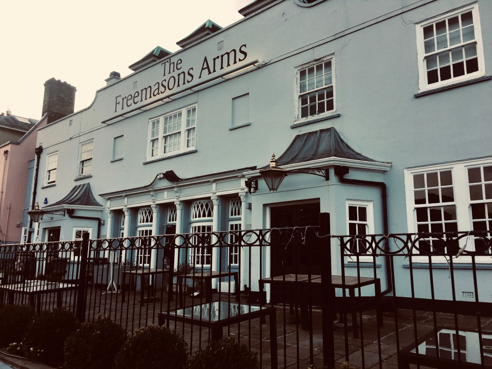 shows the front of the Freemasons Arms, a pub in England