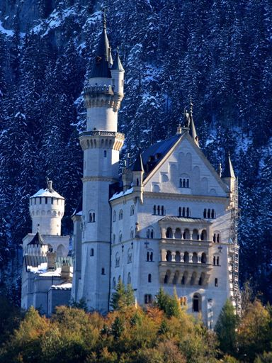 Neuschwanstein at the end of winter