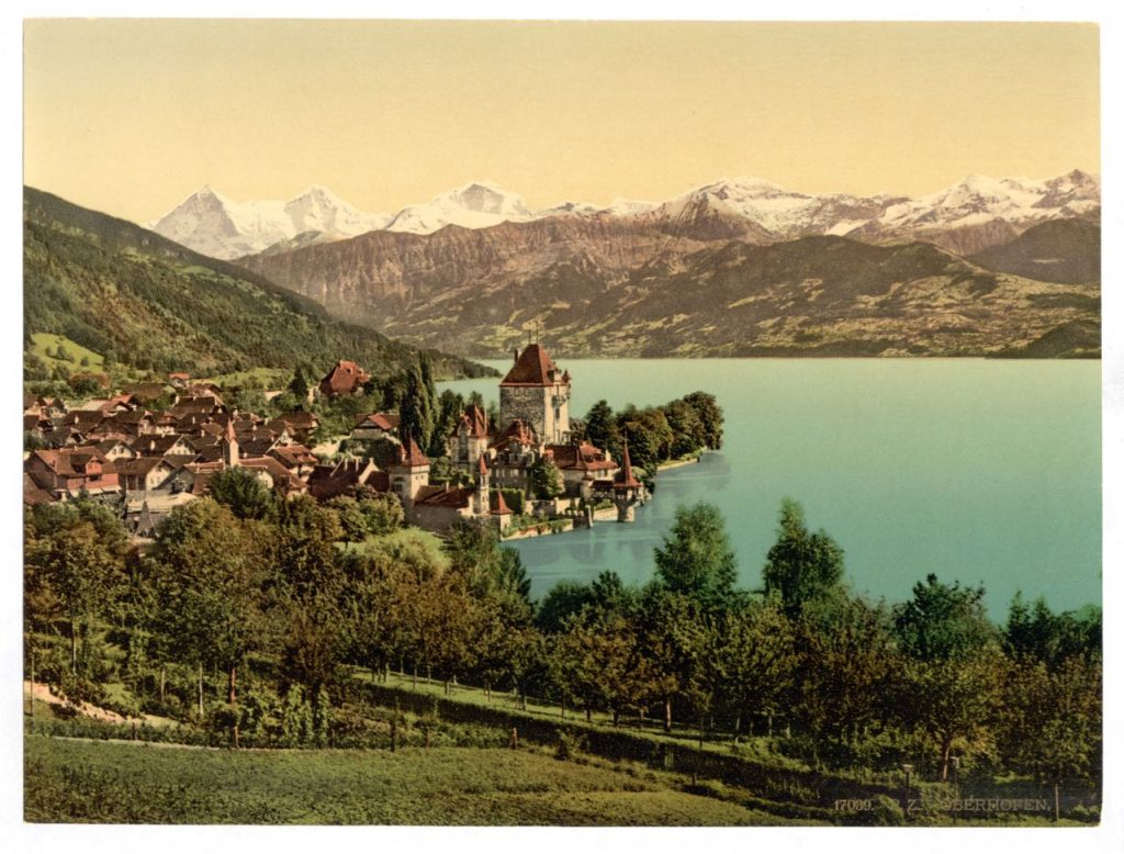 A picture postcard of Oberhofen Castle in its beautiful surroundings. Credit: Ashley Van Haeften, CC-BY-2.0.