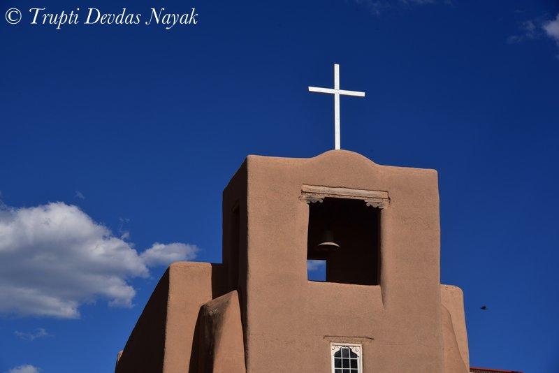 An adobe church in Santa Fe New Mexico