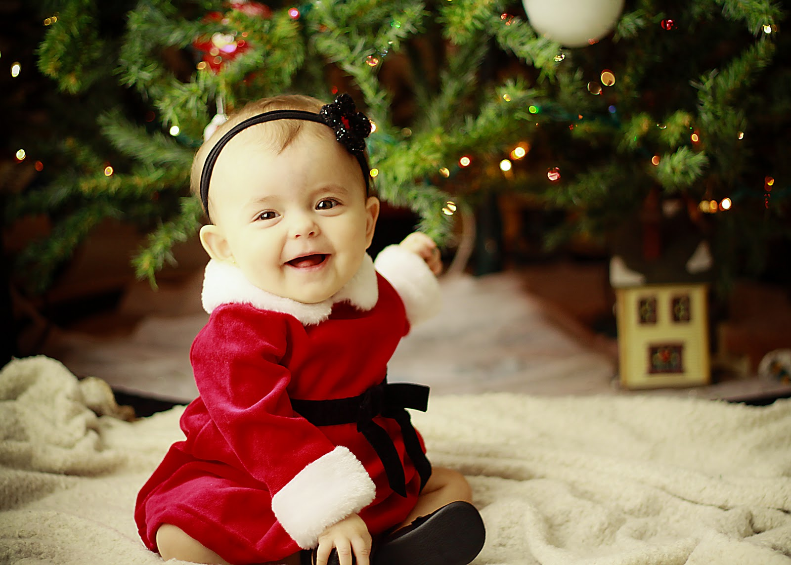 Cute Little Girls Laughing Wallpaper Meet The Cutest Christmas Babies Who Can Be On Your