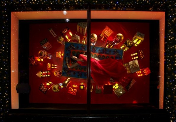 best-window-displays_harrods_christmas_2012_once-upon-a-dream_13-670x464