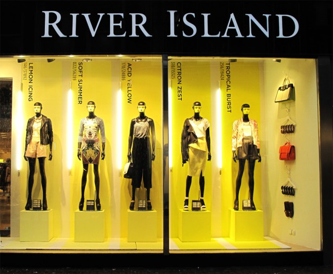 best-window-displays_river-island_2014_spring_pantone_01-1000x824