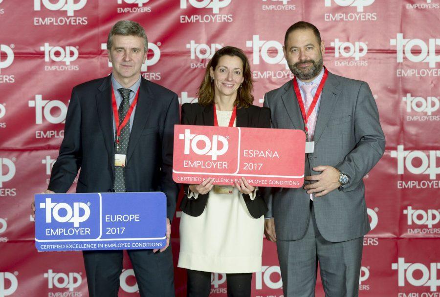 Directivos de DHL recogen el premio Top Employer 2016