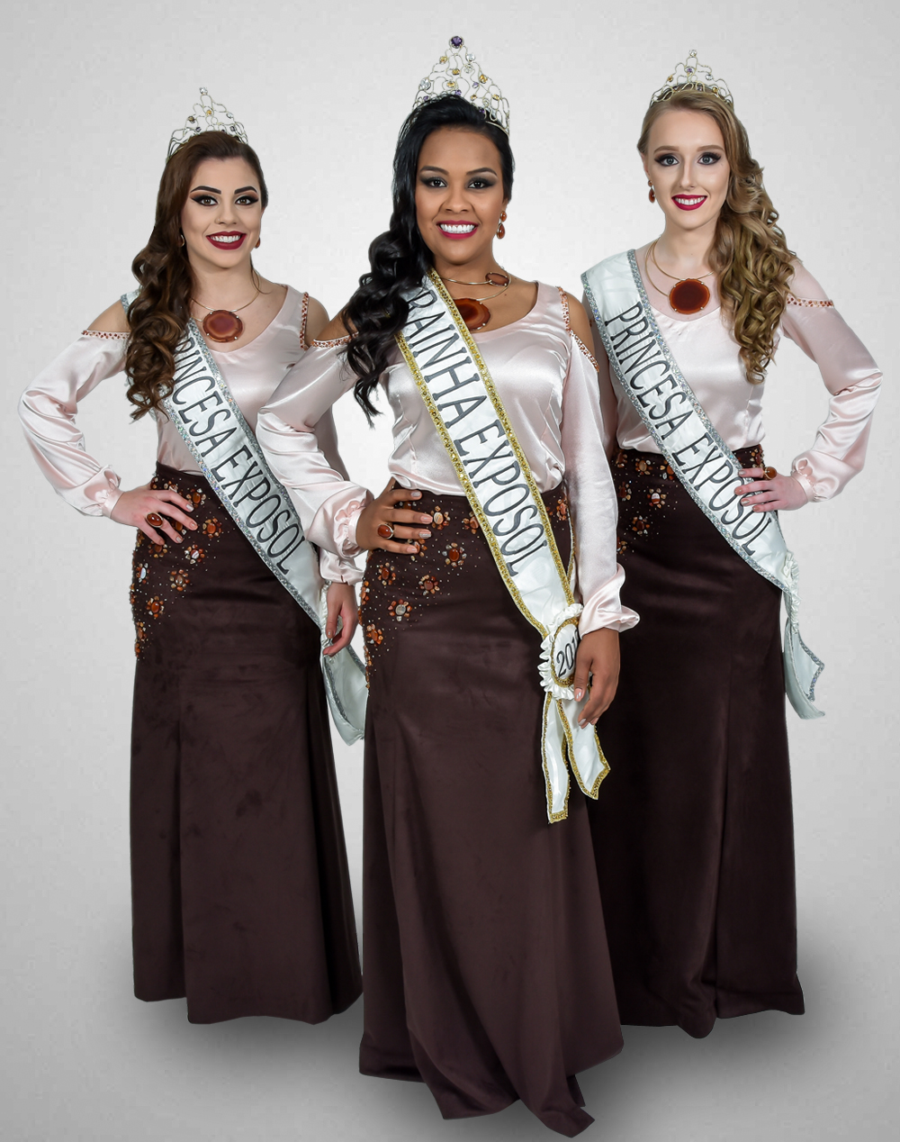 Corte Exposol 2018. Rainha Sandra Mara de Siqueira Feles e Princesas Tainah Fossatti Parizotto (E) e Milena Guadagnin (D).