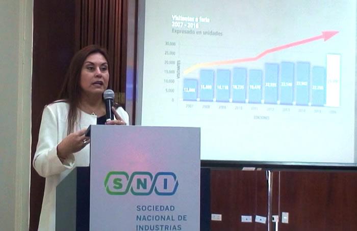 Luisa Mesones presentando Expotextil Perú 2017