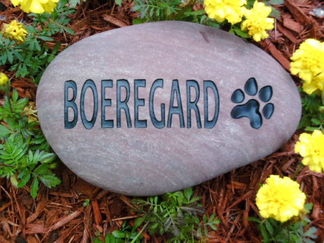 pet memorial with paw