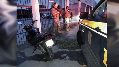 Moto apreendida pelos agentes da PRF com o mecânico