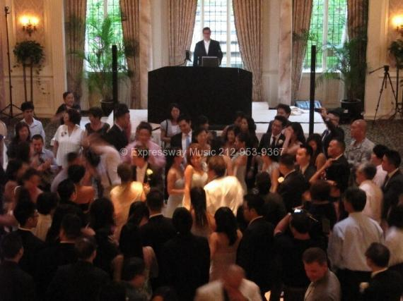 Pleasantdale Chateau full dance floor with DJ Dave Swirsky
