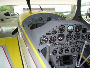 Extra 300L instrument panel N2XA