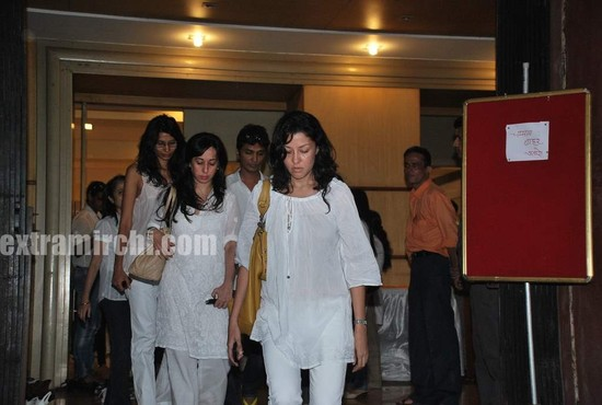 Aditi-Gowitrikar-at-Prayer-meet-for-Viveka-Babajee.jpg