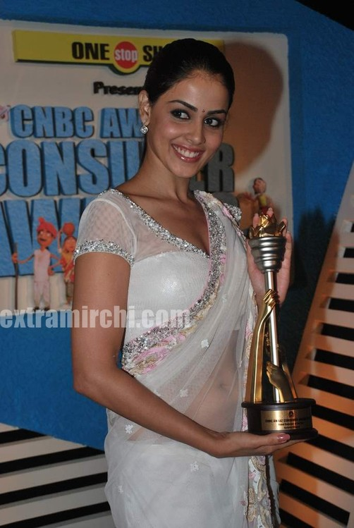 Genelia-dsouza-at-CNBC-Awaaz-Consumer-Awards-3.jpg