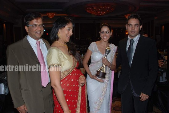 Genelia-dsouza-with-her-dad-mom-and-brother-Genelia-family-photo-1.jpg