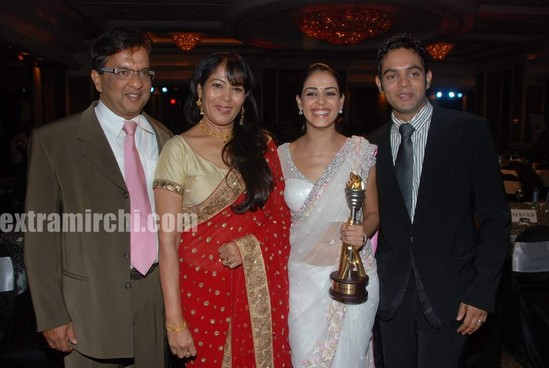 Genelia-dsouza-with-her-dad-mom-and-brother-Genelia-family-photo.jpg